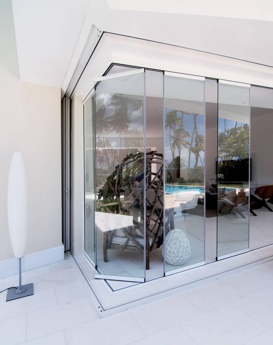 Systeme De Rideau Coulissant rideau de verre coulissant et pivotant sans profils sur