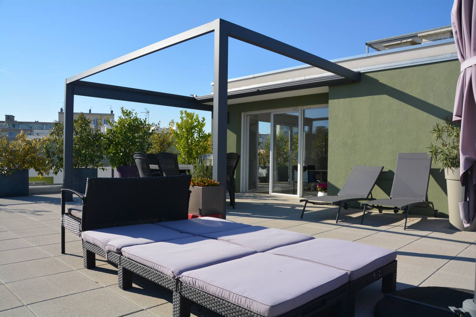 pergola toile retractable sur toit terrasse lyon perspective v randa. Black Bedroom Furniture Sets. Home Design Ideas
