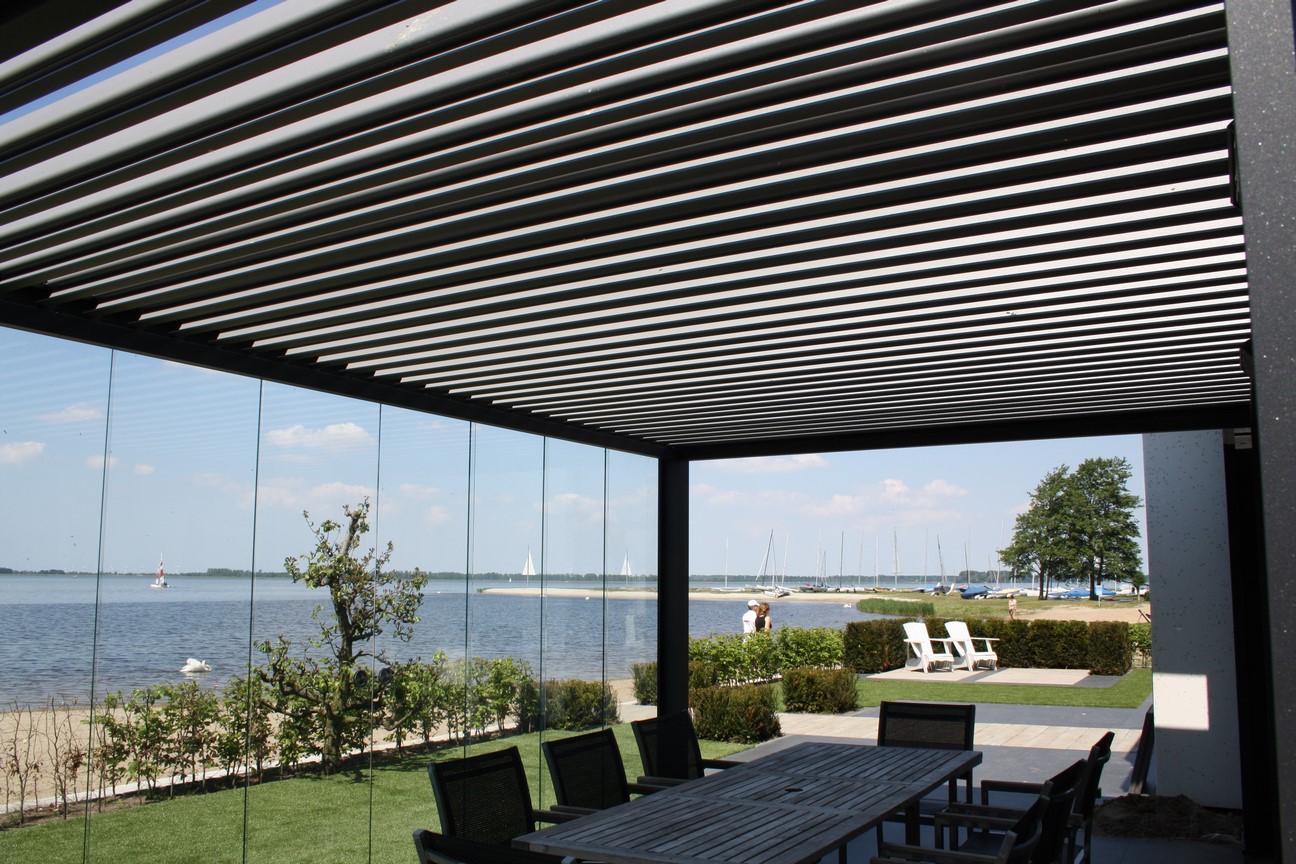 syst me de vitrages coulissants pour pergola bioclimatique. Black Bedroom Furniture Sets. Home Design Ideas