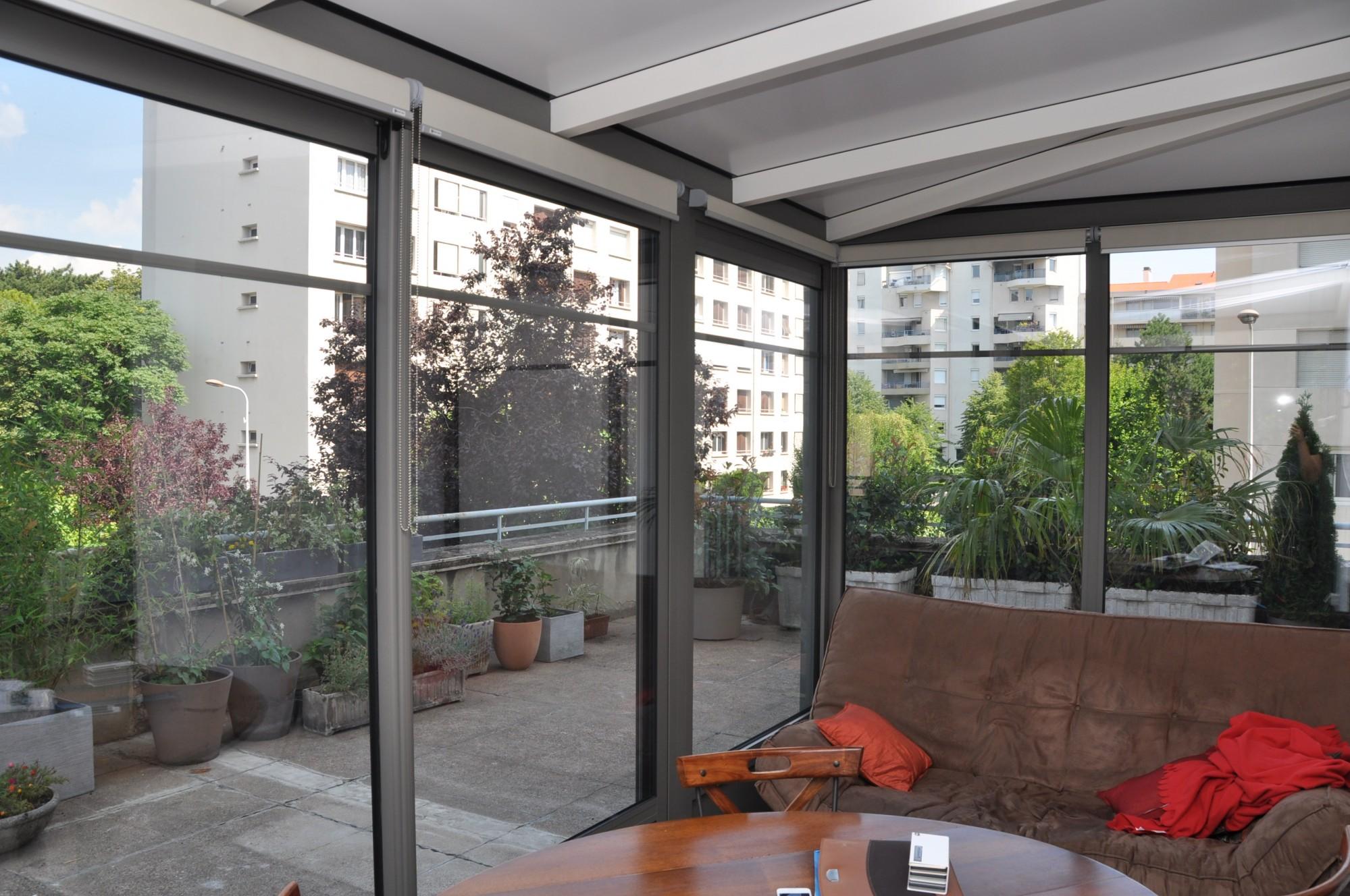 Une véranda alu sur un toit terrasse à Lyon et à ...