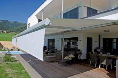 stores banne dans le rh ne tr s robustes face au vent perspective v randa. Black Bedroom Furniture Sets. Home Design Ideas